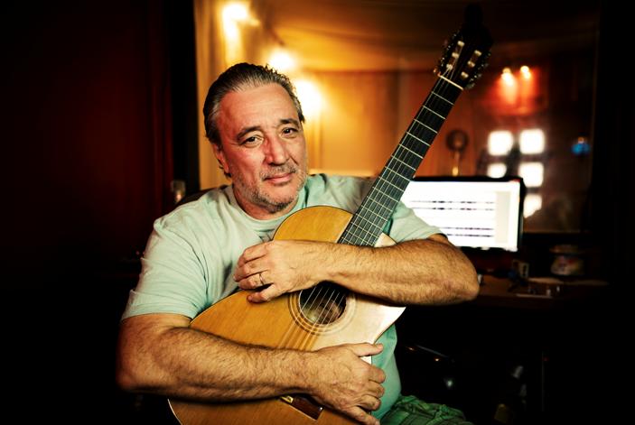 Fernando Ximénez: entre tangos y milongas, un emotivo tributo a Serrat