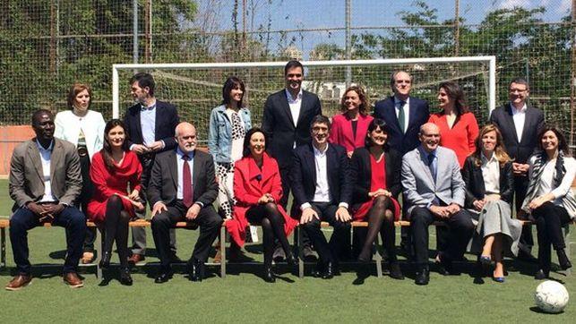 El 'gobierno de cambio' que presenta Sánchez recicla figuras de los mandatos de Zapatero y González