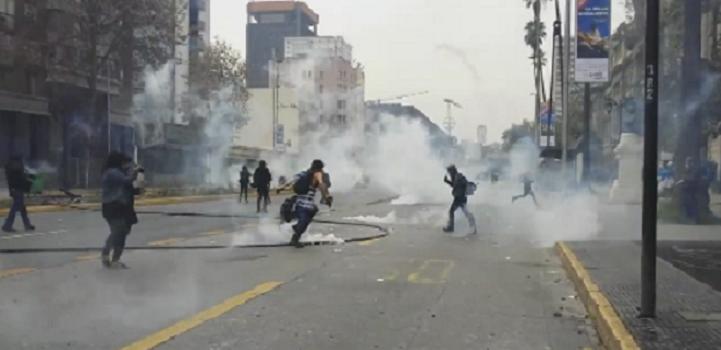 Chile: reprimen con violencia marcha estudiantil por reforma educativa