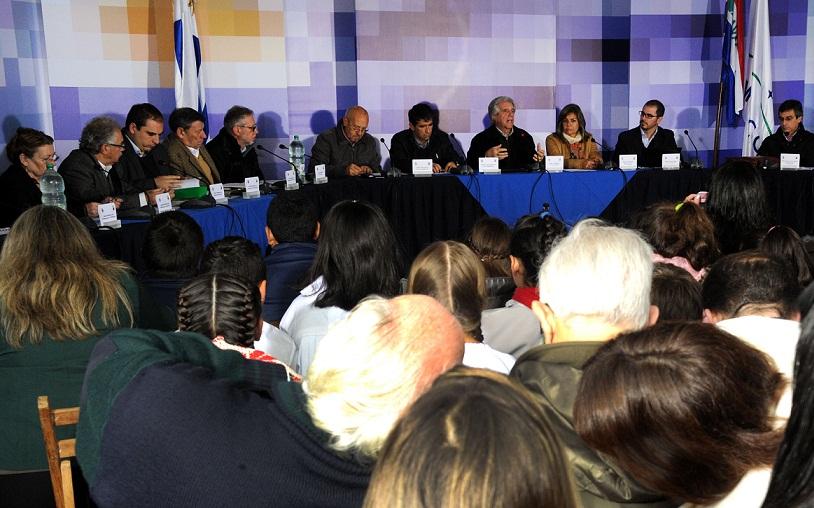 Presidente de Uruguay anuncia un 'modesto aumento del IRPF'