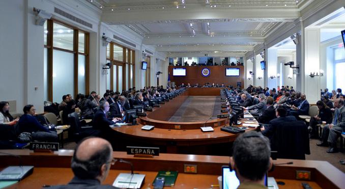 Venezuela lleva a la OEA a los 'mediadores' que impuso para el diálogo con la oposición