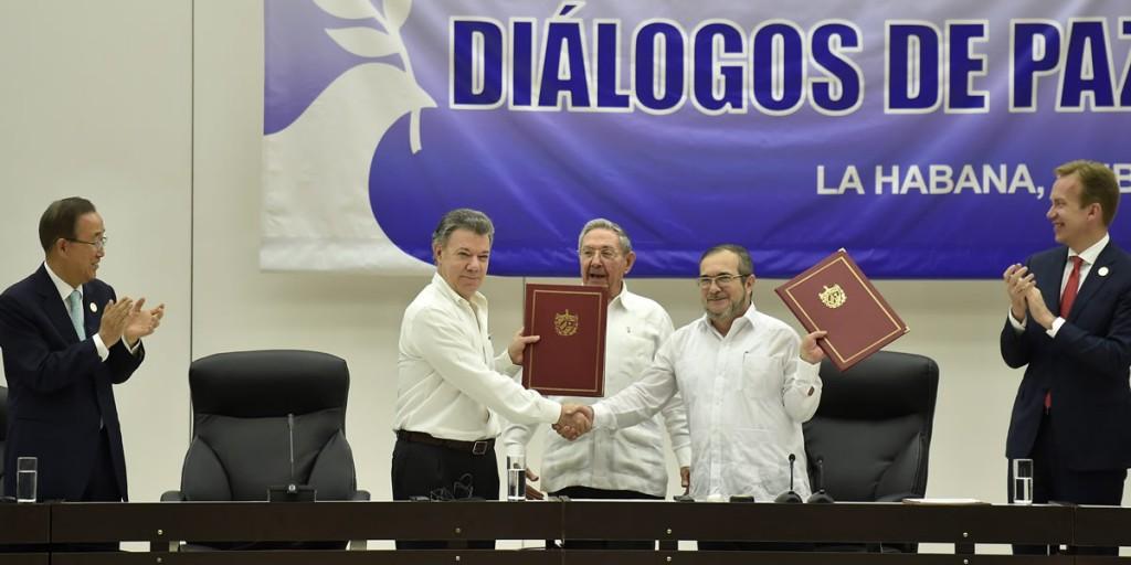 Colombia y las FARC firman acuerdo para el cese al fuego y de hostilidades