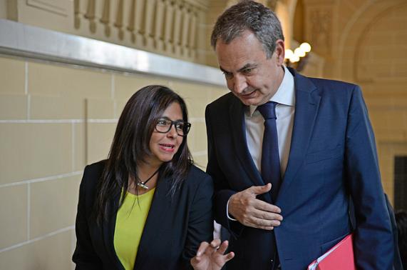 Zapatero no pudo resolver la crisis en España y pretende solucionar la de Venezuela