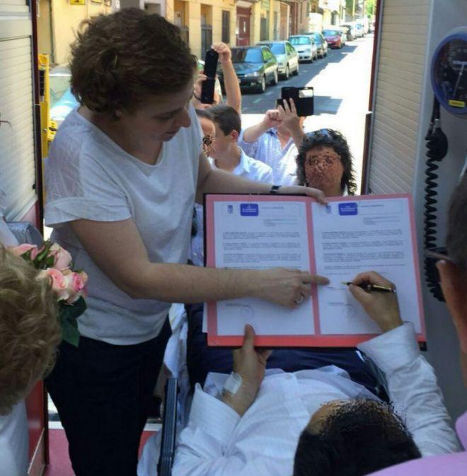Madrid: los novios dieron el sí en una ambulancia; el novio sufrió un síncope