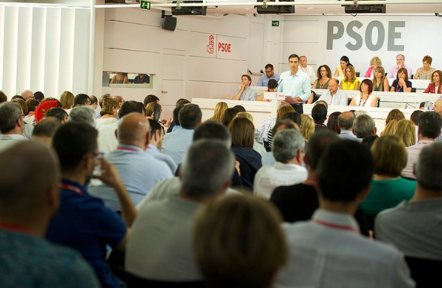 A pesar de la derrota histórica del PSOE Sánchez se queda y dice que serán oposición