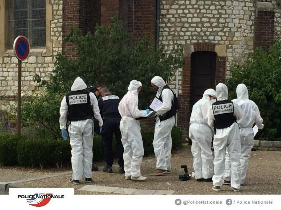 Dos terroristas del ISIS son los asesinos del sacerdote en Francia