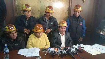 Bolivia: mineros secuestran a viceministro de Interior y amenazan con torturarlo