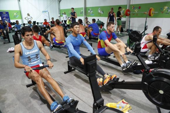 Atletas entrenan en el gimnasio de la Villa Olímpica de los Juegos de Río 2016Fernando Frazão/Agência Brasil