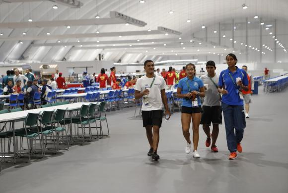 """Los atletas pueden servirse de un bufé dividido en cinco """"islas"""", en un espacio con capacidad para 5,3 mil personas. Fernando Frazão/Agência Brasil"""