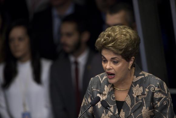 Rousseff acusa: 'destitución llevará a la elección indirecta de un gobierno usurpador'