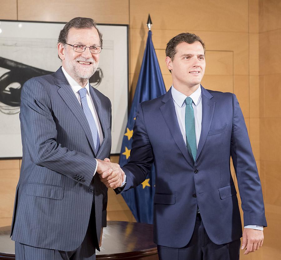 Felipe González aplaude decisión de Rivera de negociar el SI a la investidura de Rajoy