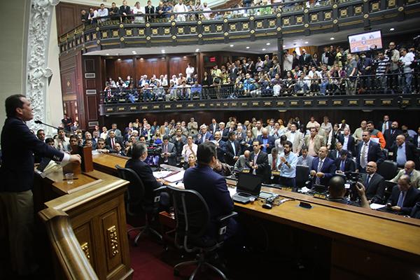 Golpe de Estado: Parlamento declara que hay ruptura del orden constitucional