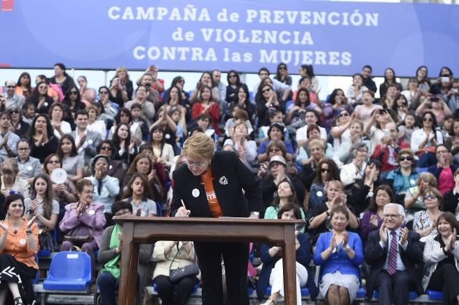 Chile: al menos 2 millones y 800 mil  mujeres son víctimas de algún tipo de violencia