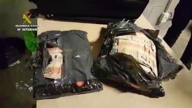 Chinos se llevaban más de 1 millón de euros ocultos en bolsas de basura en el aeropuerto de Barcelona