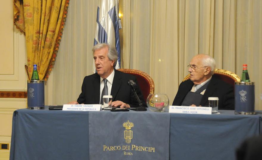 Presidente de Uruguay cree que en Venezuela se respeta la división de Poderes
