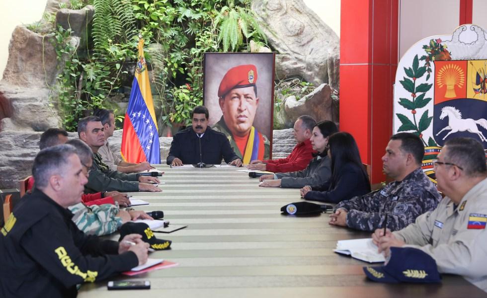 Maduro instala el Comando Antigolpe y acusa de golpista a la Asamblea Nacional