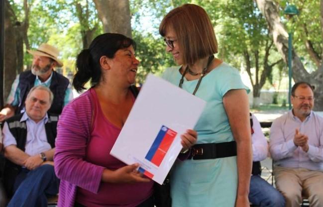 Chile entrega soluciones habitacionales a afectados por incendios forestales