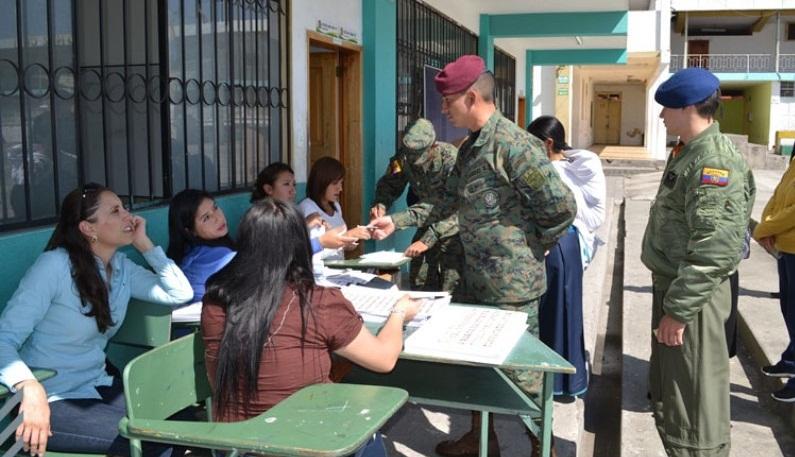 Ante confusa situación Fuerzas Armadas de Ecuador declaran que no se han sublevado