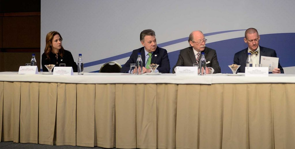 """Santos: """"la paz, quién puede dudarlo, es el mejor ambiente para la inversión"""""""