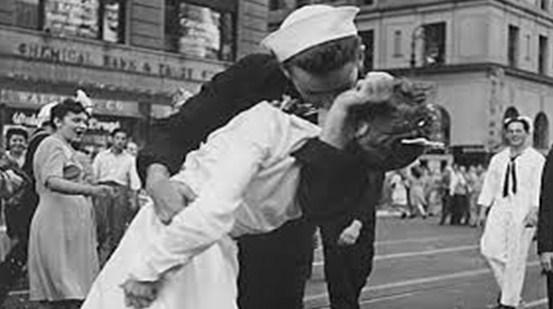 Alfred Eisenstaedt: El fotógrafo del beso más famoso de la historia