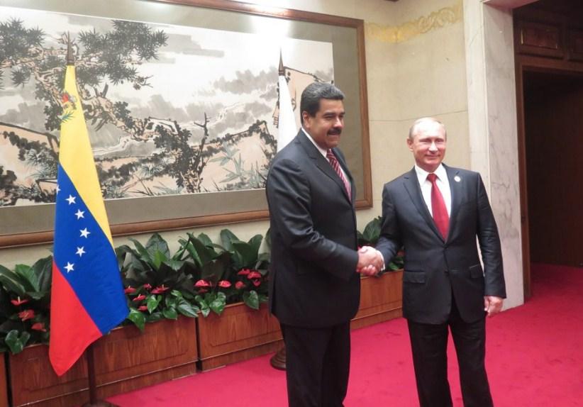 Maduro llamó a Putin y el presidente ruso le dijo que resuelva los problemas 'dentro del marco legal'