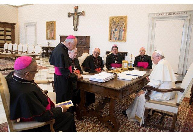 Obispos de Venezuela ante el Papa califican de dictadura al gobierno de Maduro