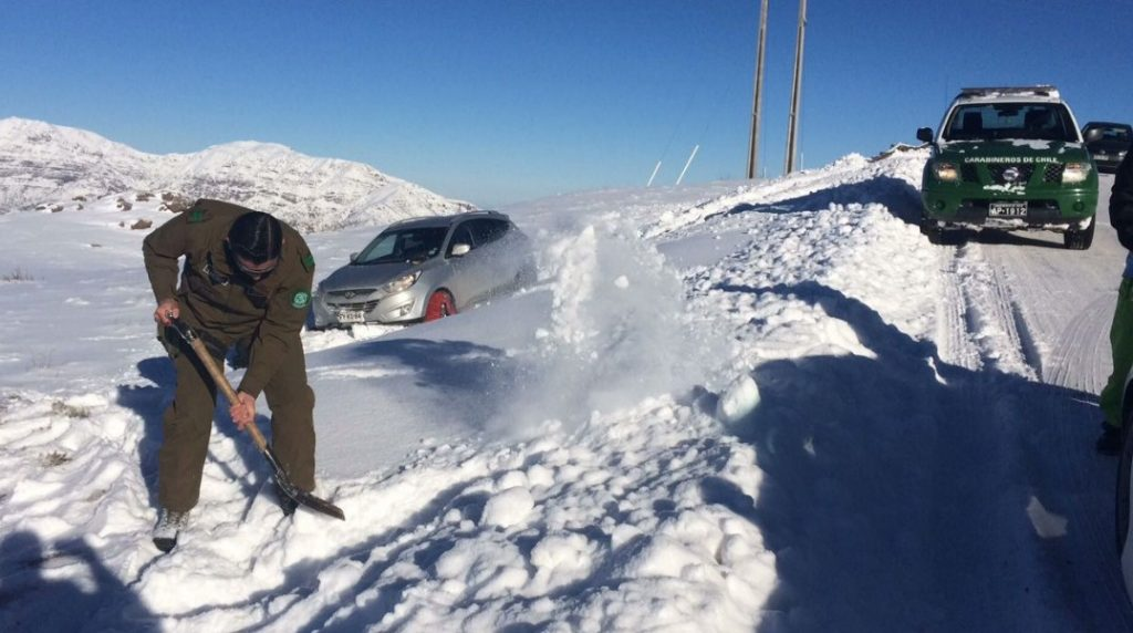 Intensas nevadas en Chile dejan rutas cortadas y sin luz a miles de hogares