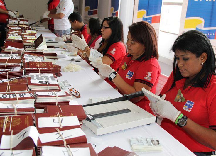 El régimen chavista reconoce que hay más de 500 mil citas para pasaportes en 2017