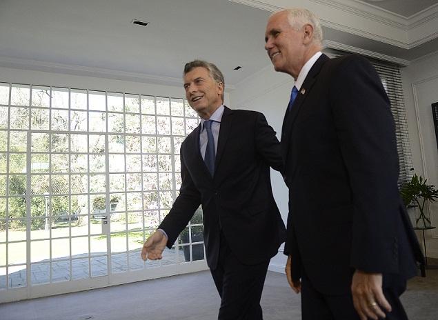 Mike Pence felicita a Macri por 'restaurar la reputación' de Argentina  en el mundo