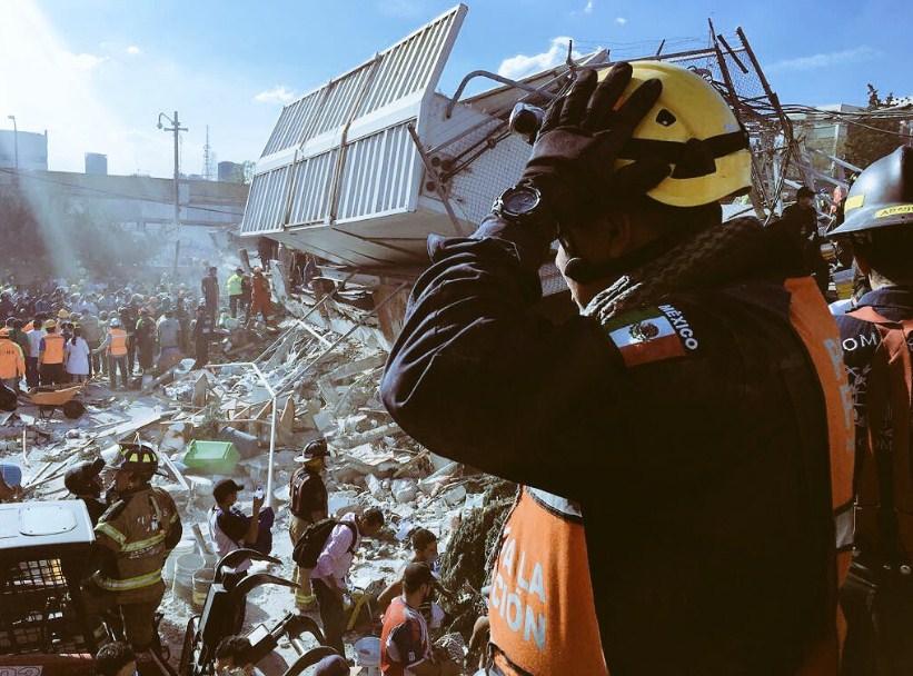 México: Dramática búsqueda de víctimas atrapadas bajo los escombros de los edificios