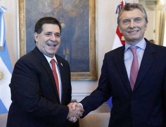 Macri y Cartes acordaron medidas para potenciar el mercado fluvial