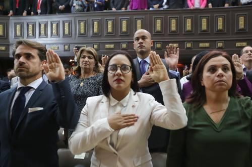 Dictadura: Maduro no deja asumir a gobernadores que no juren lealtad a la ilegal ANC