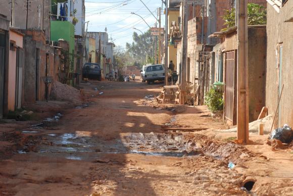 Informe: más de 25 millones de brasileños viven en la línea de pobreza