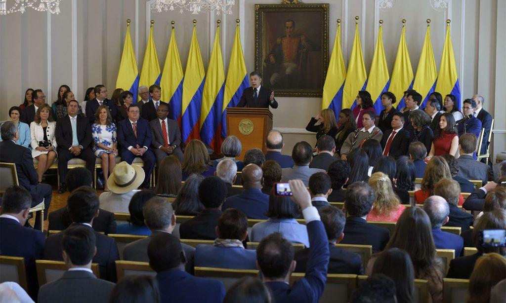 Santos posesiona a magistrados y al fiscal de la Jurisdicción Especial para la Paz
