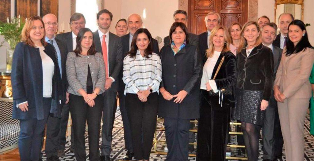 Colombia insta a empresarios españoles a invertir en el país