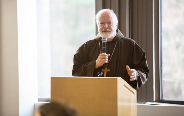 Cardenal O'Malley cuestiona defensa del Papa a obispo acusado de encubrir a pedófilos