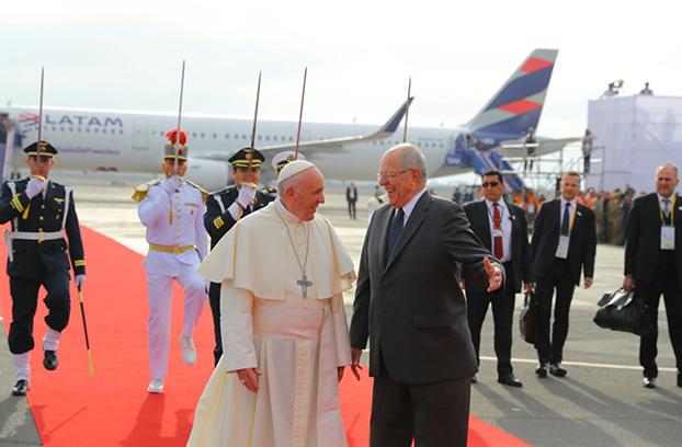 """Kuczynski : """"Recibimos con alegría y devoción al Papa Francisco, amigo del Perú"""""""