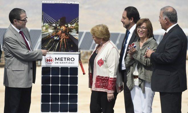 Metro de Santiago de Chile será el primero en el mundo en operar con energías solares y eólicas