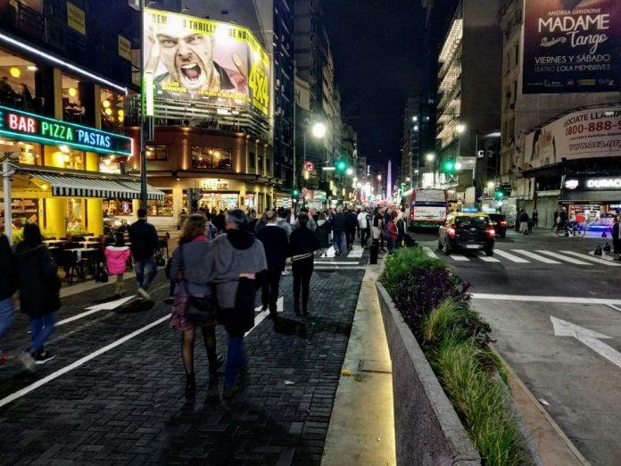La avenida Corrientes ahora peatonal, revitalizó la noche de Buenos Aires |  ICNDiario